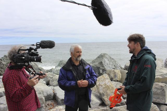 Le descendant de rescapés Charles Kavanagh discute avec... (Fournie par Viveka Melki, Tortuga Films)