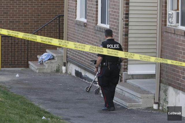 Des enquêteurs du Service de police d'Ottawa étaient... (Simon Séguin-Bertrand, LeDroit)
