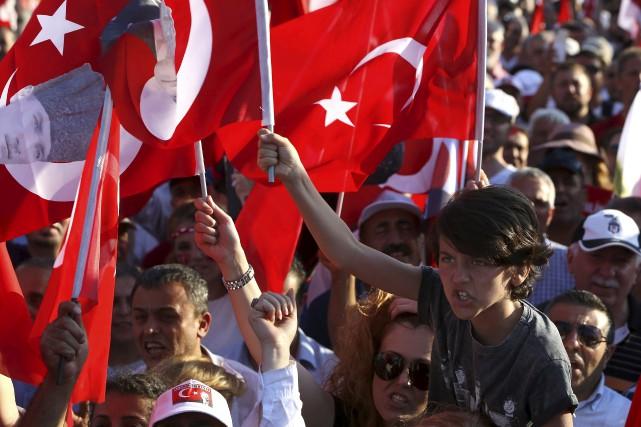 À la place Taksim, tous sont venus crier... (AP, Petros Karadjias)