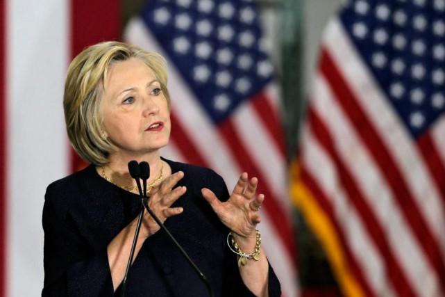 Hillary Clinton est lapremière femme à porter les... (Archives AP, Tony Dejak)