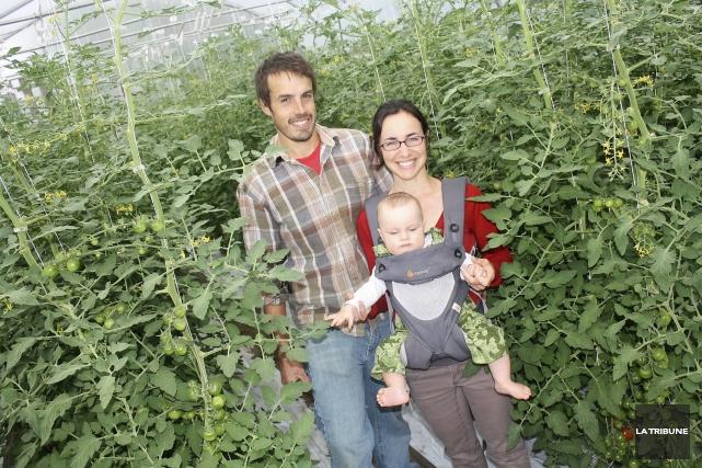 Myriam Fortier et James Sheldon exploitent la ferme... (La Tribune, Jean-François Gagnon)