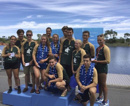 En plus de nombreuses médailles, la délégation estrienne... (Photo fournie)