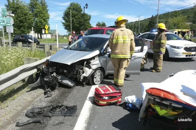 Trois personnes ont été blessées dans un accident... (Jérôme Savary, La Voix de l'Est)
