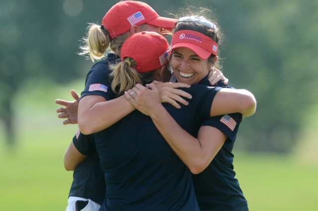 Les Américaines Stacy Lewis (à gauche), Gerina Piller... (photo Morgan Timms, Daily Herald/AP)