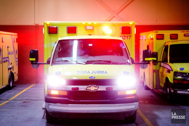 Une femme qui avait été grièvement blessée dans une collision frontale entre... (PHOTO ARCHIVES LA PRESSE)