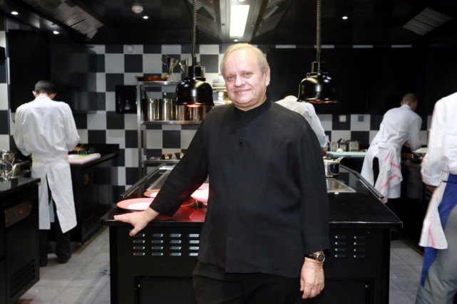 Le chef français Joël Robuchon détient 28 étoiles Michelin.... (PHOTO NICOLAS TUCAT, ARCHIVES AGENCE FRANCE-PRESSE)