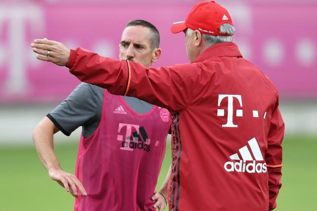 Franck Ribéry écoute les conseils de son nouvel... (photo Sven Hoppe, archives dpa via AP)