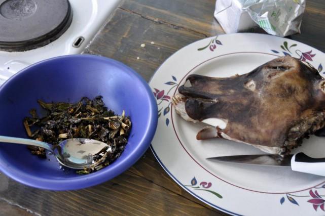 Feuilles d'angélique sautées et têtes de mouton calcinées:... (PHOTO STÉPHANIE MORIN, LA PRESSE)