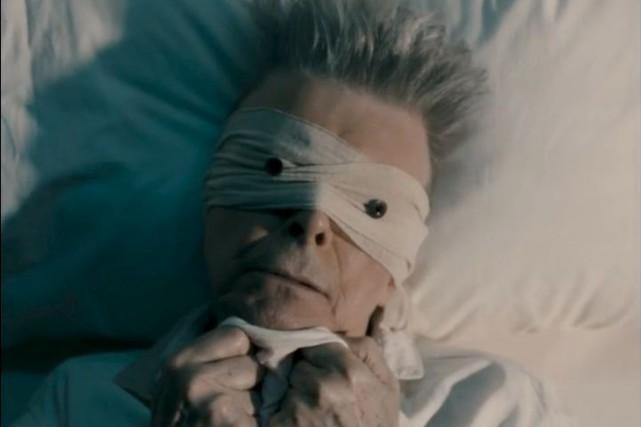 Intégralement composée par David Bowie, la comédie musicale... (Image tirée du vidéoclip de Lazarus)