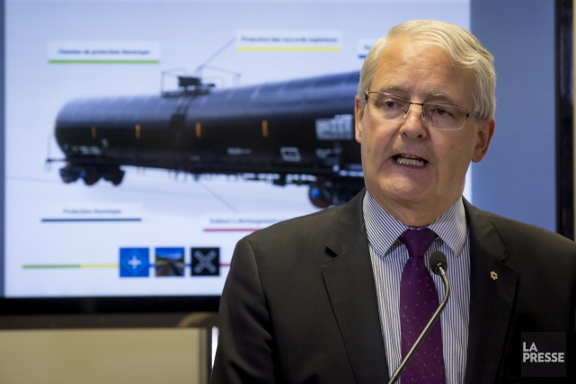 Le ministre fédéral des Transports, Marc Garneau.... (THE CANADIAN PRESS)
