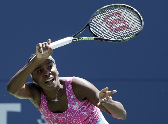 Venus Williams affrontera Barbora Strycova au deuxième tour... (Associated Press)
