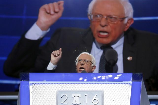 Des milliers de partisans de Bernie Sanders se... (AP)