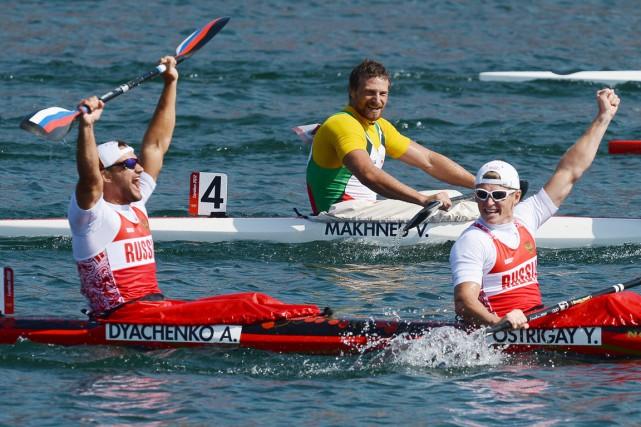 Parmi les cinq membres de l'équipe de canoë-kayak... (photo FRANCISCO LEONG, archives AFP)