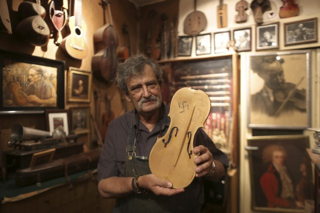 Le luthier Amnon Weinstein, lui-même issu d'une famille... (AFP)