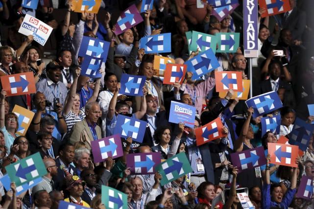 Des milliers de courriels du Parti démocrate ont... (AP)