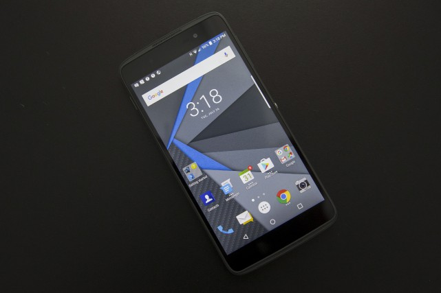 Le BlackBerry DTEK50... (La Presse Canadienne)