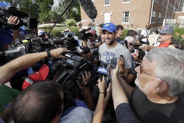 À son arrivée au camp d'entraînement des Colts... (AP, Darron Cummings)