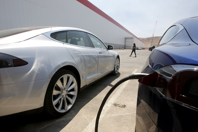 Tesla a officiellement ouvert sa Gigafactory, mardi, un... (AP)