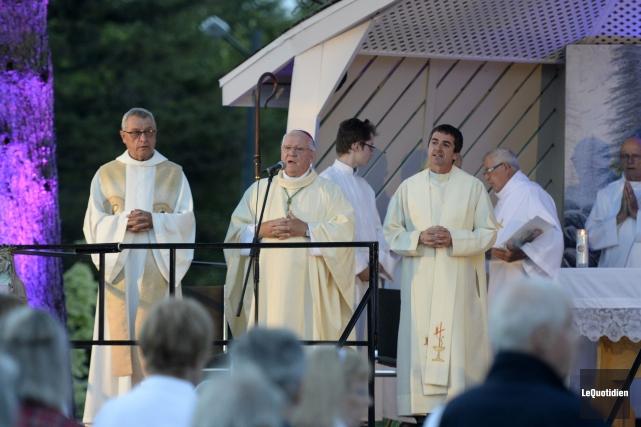 L'évêque du diocèse de Chicoutimi, monseigneur André Rivest,... (Photo Le Quotidien, Jeannot Lévesque)
