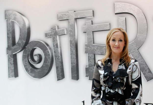 J.K. Rowling (notre photo) cosigne Harry Potter and... (Photo Suzanne Plunkett, Reuters)