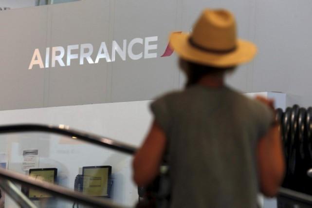 Air France prévoit assurer jeudi près de 80% de ses vols en moyenne, un peu... (PHOTO REUTERS)