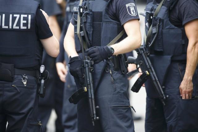 La police allemande a annoncé avoir évacué mercredi un grand centre commercial... (PHOTO HANNIBAL HANSCHKE, ARCHIVES REUTERS)