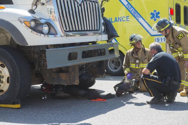 L'accident est survenu peu avant 11h au coin... (Spectre média, Julien Chamberland)