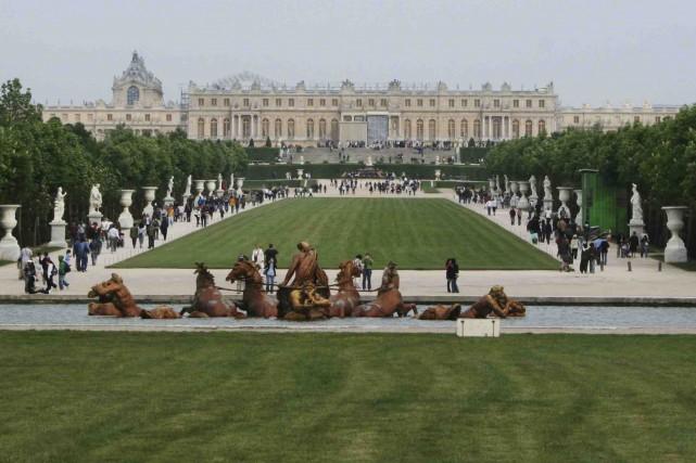 Le tapis vert à Versailles fut l'une des... (Wikimedia Commons, Remi Jouan)