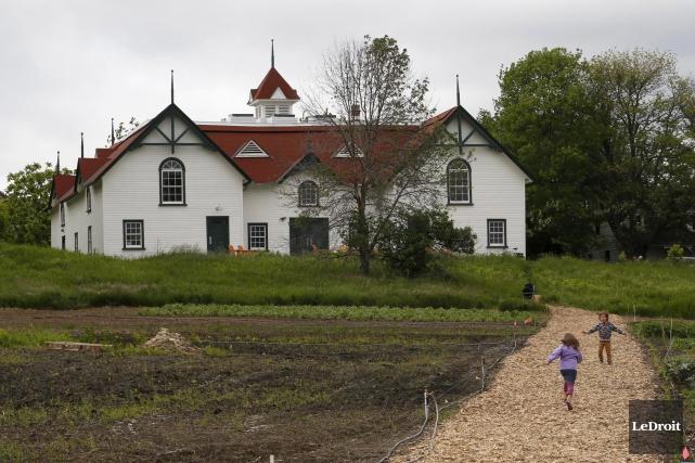 En déplaçant les fouilles à la ferme Moore,... (Simon Séguin-Bertrand, Archives LeDroit)