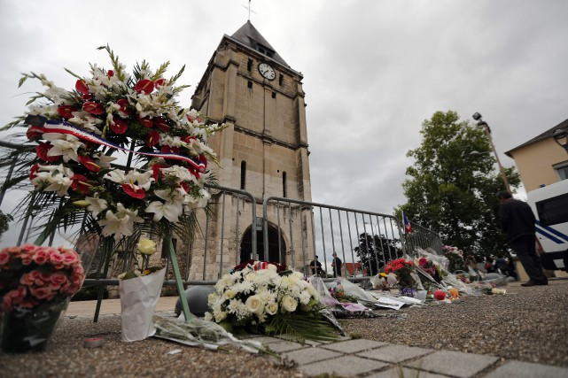 Faut-il rendre anonymesles terroristes?Le débat sur cette question... (AP)