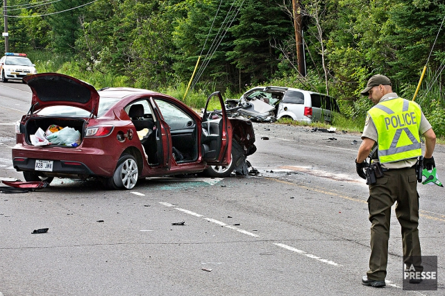 Une collision frontale a fait un mort et deux blessés graves en fin de nuit,... (Photo Patrick Sanfaçon, La Presse)