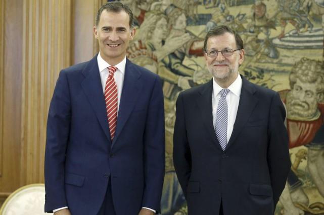 Le roi Felipe VI etMariano Rajoy... (PHOTO ANGEL DIAZ, AGENCE FRANCE-PRESSE)