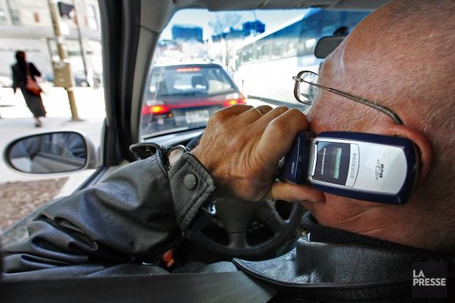 Le cellulaire au volant, qu'il soit mains libres... (Archives La Presse)