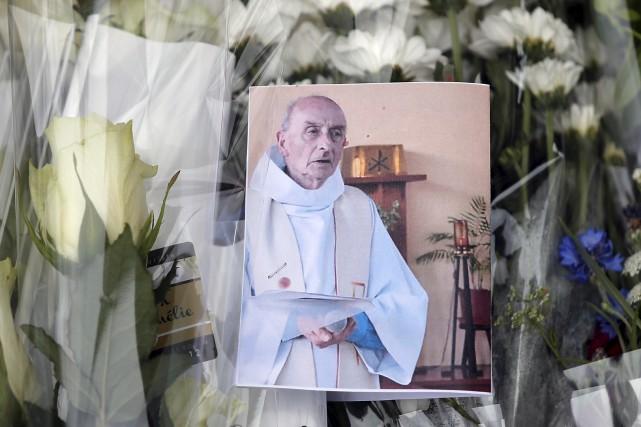 Les hommages se multiplient à la mémoire du... (AP)