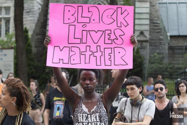 «Black Lives Matter!» [Les vies noires comptent] a... (PHOTO OLIVIER JEAN, LA PRESSE)