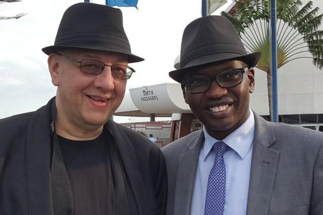Willy Nyamitwe (à droite), conseiller en communication du... (Photo tirée du compte Twitter deWilly Nyamitwe)