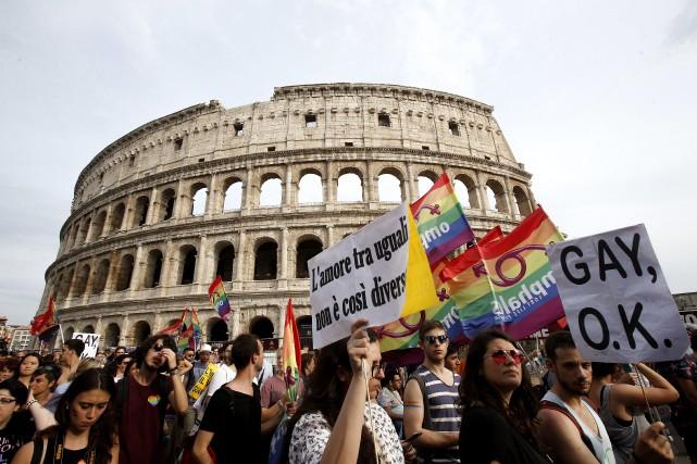 Le défilé de la fierté gaie à Rome,... (Photo Fabio Frustaci, Archives AP)
