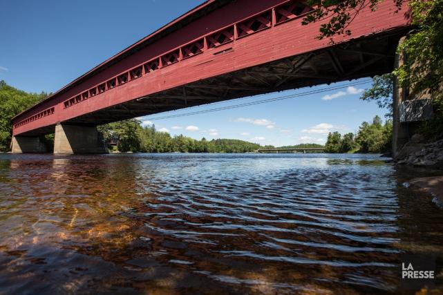 Le pont couvert de Wakefield, reconstruit par un... (Photo Mathieu Waddell, La Presse)