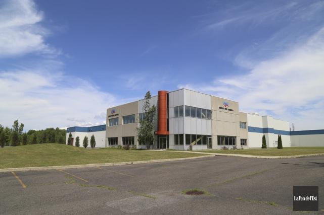 À vendre depuis quelques années, l'immense usine de... (Janick Marois, La Voix de l'Est)