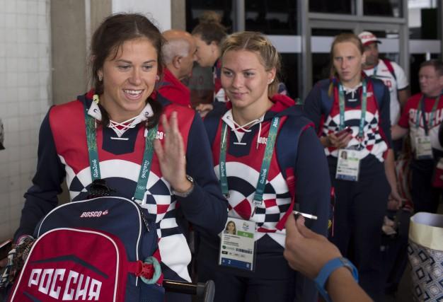 Les athlètes de la délégation russe sont arrivés... (The Associated Press)