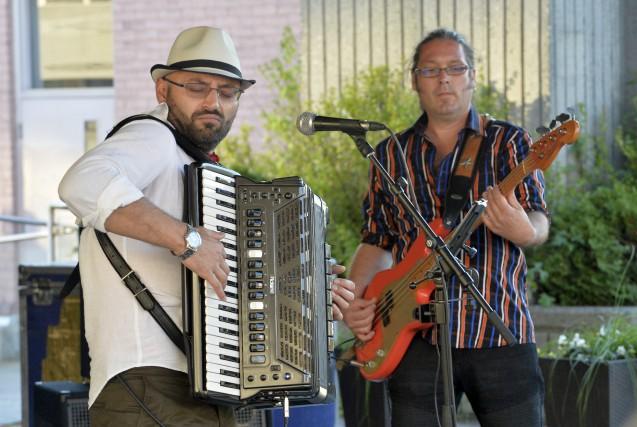 C'est le groupe sherbrookois Gypsy Soul band qui... (Spectre Média, Maxime Picard)