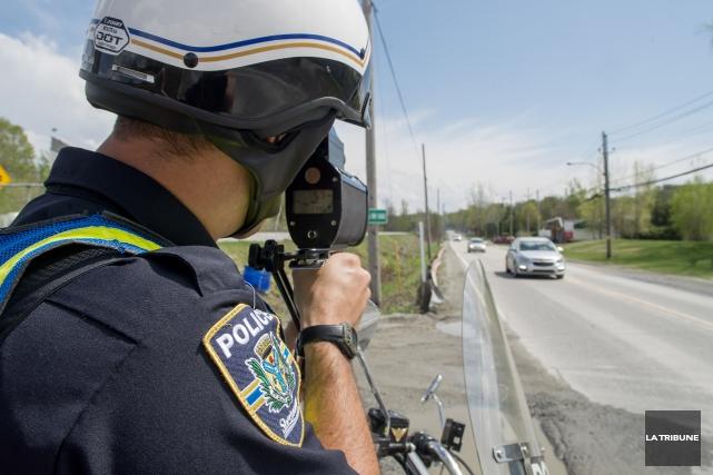 Deux automobilistes ont été arrêtés pour de grands... (Archives La Tribune, Frédéric Côté)