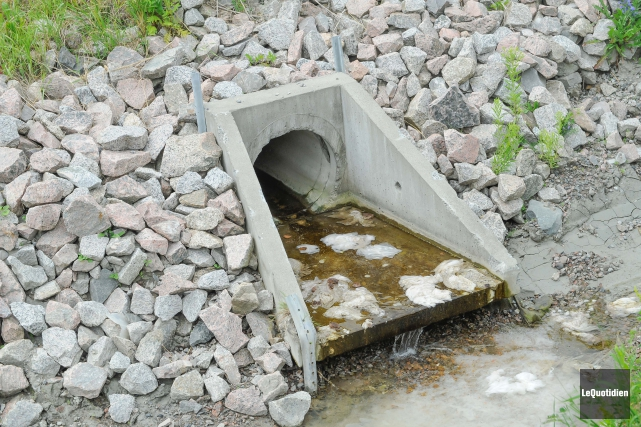 Saint-Bruno contrevient à la loi en rejetant ses eaux usées dans le réseau... (Archives Le Quotidien, Gimmy Desbiens)
