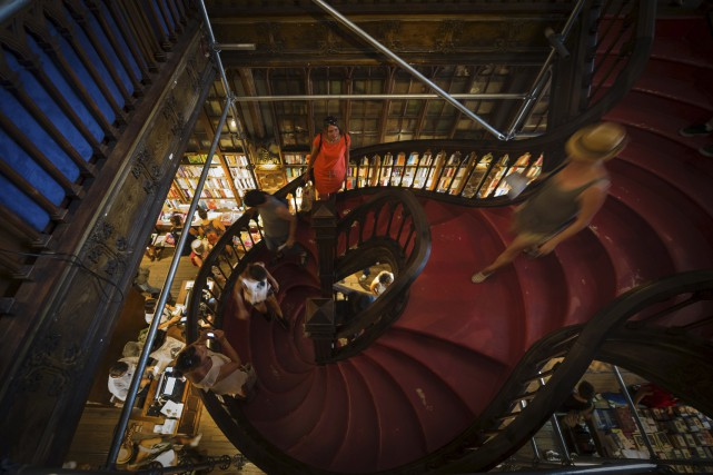 L'escalier de la librairie Lellom qu'a fréquenté J.K.... (AFP, Miguel Riopa)