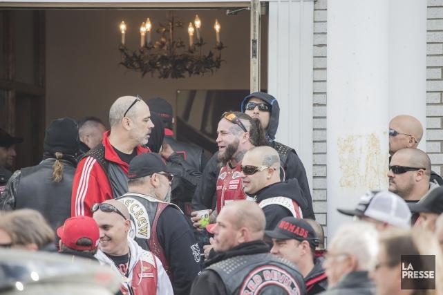 Kenny Bédard, en rouge à gauche, a discuté... (Photo fournie)