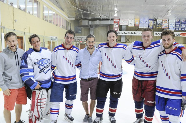 Laurent Dauphin (deuxième à partir de la droite)...