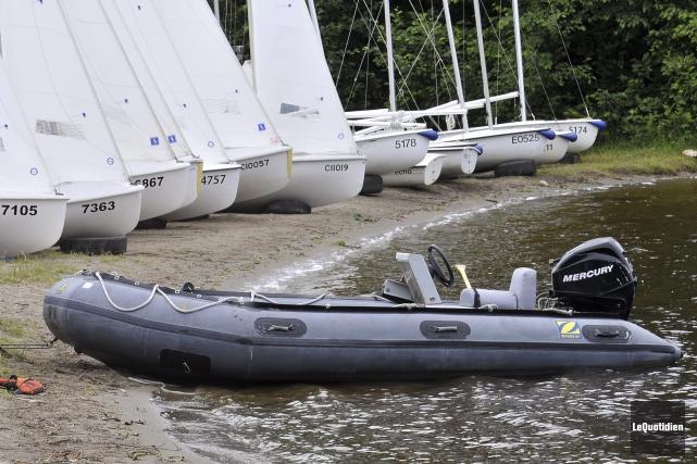 La monitrice est passée sous le bateau et... (Archives Le Quotidien, Rocket Lavoie)