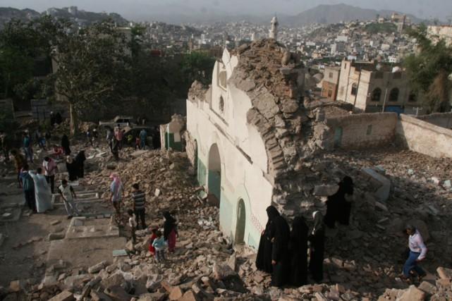 Certains groupes islamistes radicaux considèrent le soufisme, une... (PHOTO REUTERS)