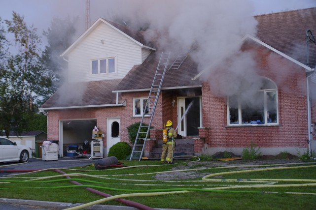 Un incendie s'est déclaré dimanche matin vers 5h... (Fournie par Bruno Beauregard)