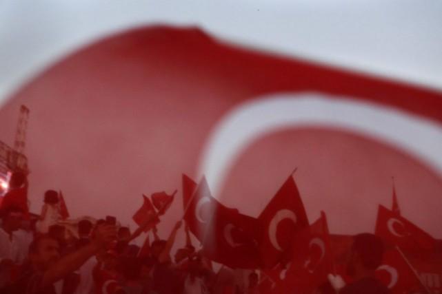 La Turquie a admis pour la première fois lundi que la purge en cours avait pu... (Photo Petros Karadjias, Associated Press)